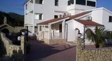 Дом с апартаментами Карен